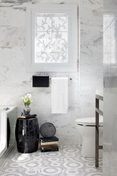 A few luxurious touches, not to mention marble walls, create a glamourous bathroom.  Source: