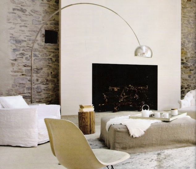 A very simple fireplace allows the exposed brick wall to feature.
