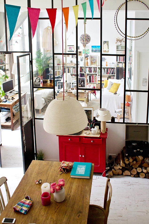 Clutter is chic en Paris!  Source:  Inside Closet